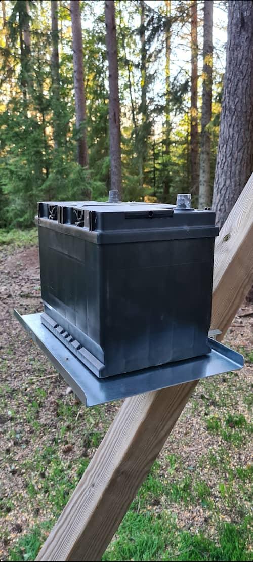 5etta Batteriplattan, hållare för batteri
