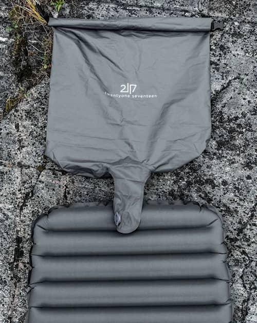 2117 Tossa Pump Bag
