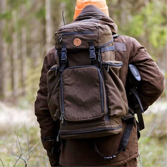 1910-241-41_Pinewood-Backpack-Wildmark_Suede-Brown